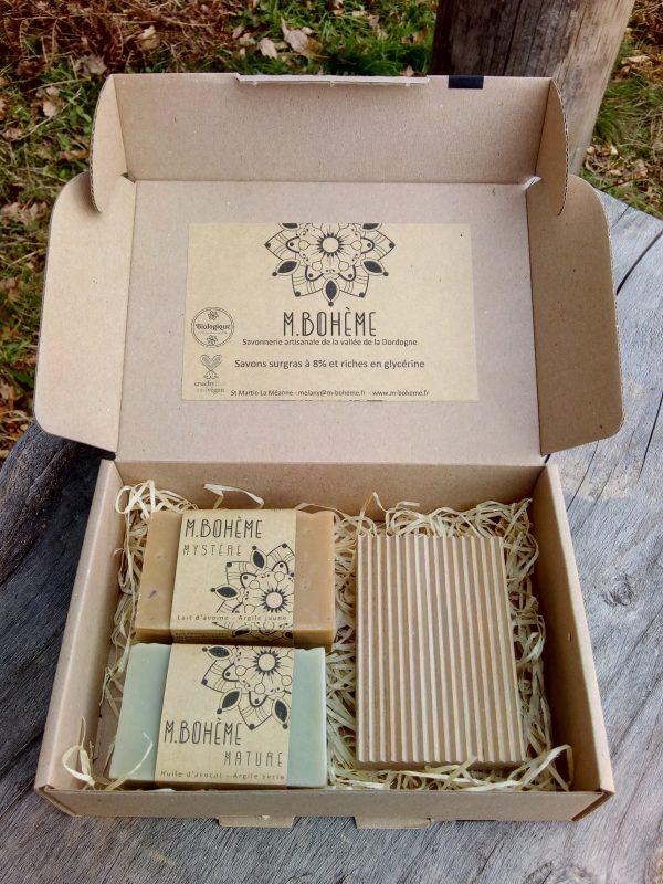 coffret cadeau 2 savons et 1 porte-savon en bois brut de hêtre local saponification à froid vegan végane cadeau minimaliste et bio
